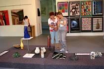 Studenti Soukromé střední umělecké školy Ave art z Ostravy na zámku představili sklo, designérskou tvorbu i plakáty.