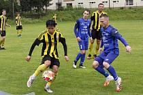 Fotbalisté Nových Sadů (ve žluto-černém) remizovali s Rýmařovem 4:4.