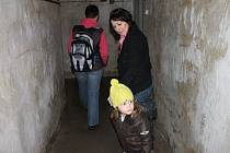 Pověstmi opředený je podzemní kryt v zahradě zámku v Bruntále. Prý odtud vede tajná chodba. Ale jsou to jen pověsti, bohužel.
