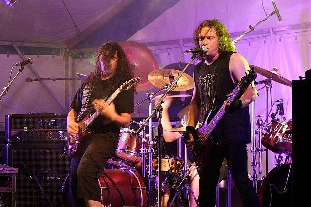 Legendární skupina Turbo bavila po celý páteční večer všechny příznivce českého poprocku v Holčovicích.