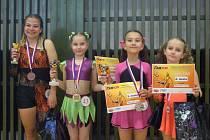 Bruntálské fitnessky dovezly z republikového šampionátu cenné kovy. Zleva: Jana Kovaříková, Valerie Jordová, Ela Kostrůnková a Klára Vokálová.