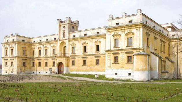 Zámku ve Slezských Rudolticích se přezdívá slezské Versailles. Kdo sem někdy zavítal, ten ví, že se jedná o jedinečné a kouzelné místo.