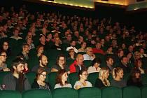 Premiéra filmu Cukr a sůl v krnovském kinu Mír. Z Krnova pochází nejen režisér Adam Martinec a kameraman David Hoffmann, ale také v hlavních rolích si zahráli Krnováci Jan Kyjak, Luboš Velička, Karel Martinec a Marek Majnuš.