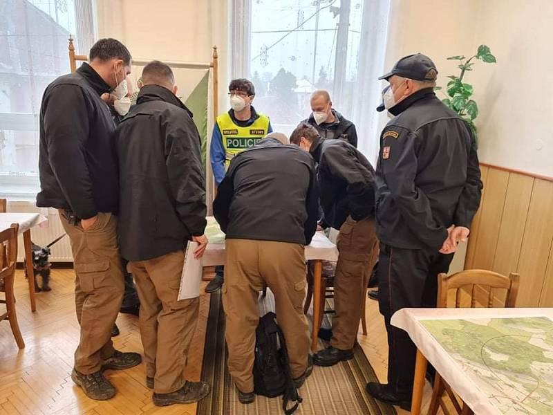 Policejní snímky ze zásahu v Sosnové.