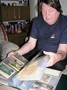 Karel Michalus se nové publikaci o historii i současnosti Vrbna pod Pradědem věnuje i v říjnu každou volnou chvíli.