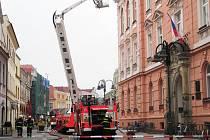 V půl desáté byl v Krnově nahlášen požár krnovské radnice. Naštěstí šlo o cvičení, které mělo za úkol prověřit spolupráci záchranných složek.