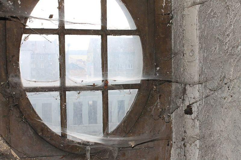 Bývalý soud a jeho zákoutí si ještě před rekonstrukcí prohlédnul také bruntálský grafik a fotograf Jaromír Deather Bezruč.