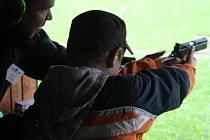 Střílení pod dohledem zkušených instruktorů si v Krnově mohly v sobotu vyzkoušet dospělí bez zbrojního průkazu i děti.