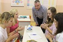 Třída 8.A Základní školy Jesenická v Bruntále se skotským pedagogem Iainem Paulem Haganem.