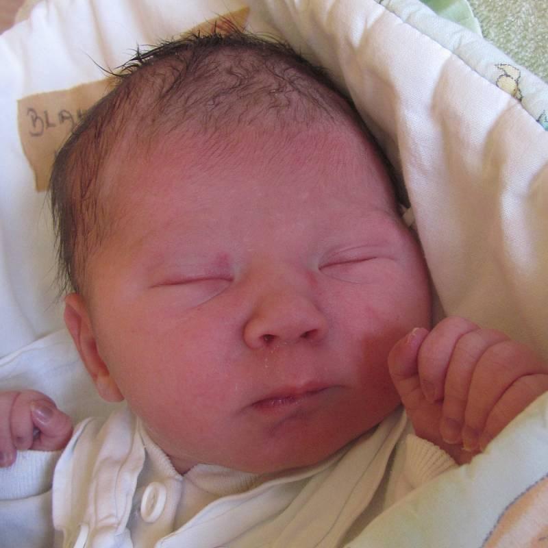 Jmenuji se Justýna Blahetová, narodila jsem se 12. dubna 2018, při narození jsem vážila 2530 gramů a měřila 46 centimetrů. Moje maminka se jmenuje Lenka Kičurová a můj tatínek se jmenuje Marek Blaheta. Bydlíme v Petřvaldu.
