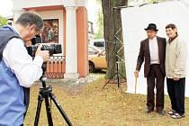 Dalibor Bednář fotografoval poutníky na Cvilíně v létě 2012. Cyklus fotografií Lidé na pouti je až do 6. prosince k vidění ve Flemmichově vile v Krnově.
