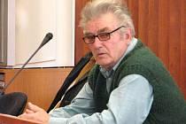 Pravomocně odsouzený řidič František O. odpovídal státnímu zástupci Marku Stachovi na dotazy týkající se smrtelné autonehody.