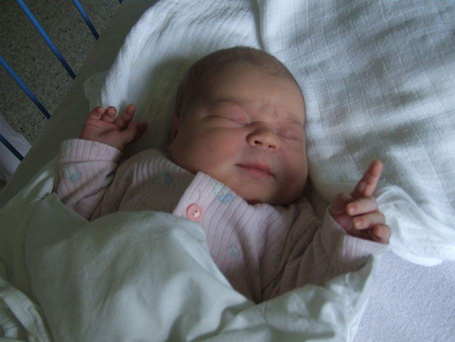 CLAUDIE DIMITROVÁ, narozena 4.6.2008, Krnov, váha 3,5 kg, míra 50 cm, maminka Karolína Dimitrová, tatínek David Dimitrov.