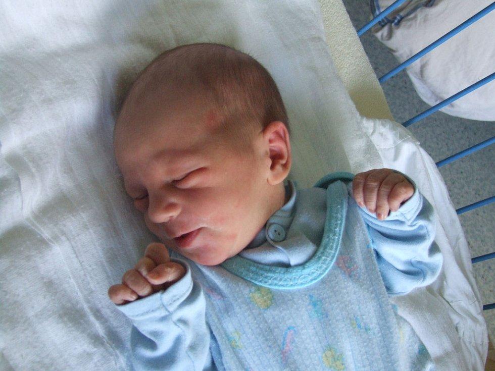 MARTIN MALÁT, narozen 4.6.2008, Zátor, váha 2,8 kg, míra 50 cm, maminka Kateřina Kaločová, tatínek Marcel Malát.