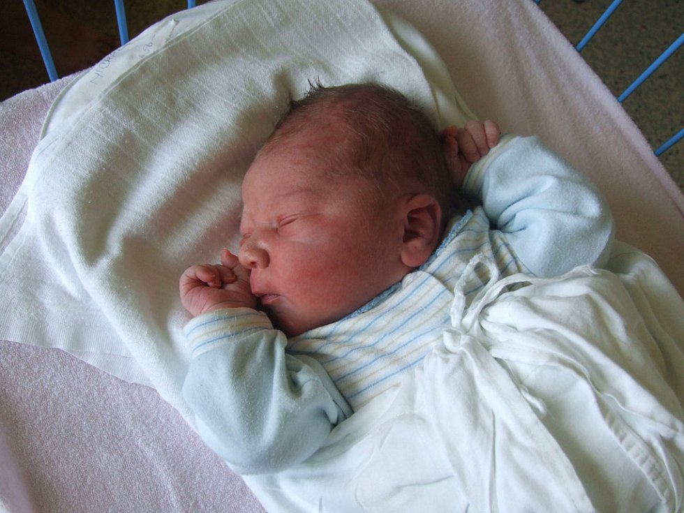 MICHAL ŽÁK, narozen 5.6.2008, Opavice, váha 4 kg, míra 51 cm, maminka Alena Janušová, tatínek Jaroslav Žák.