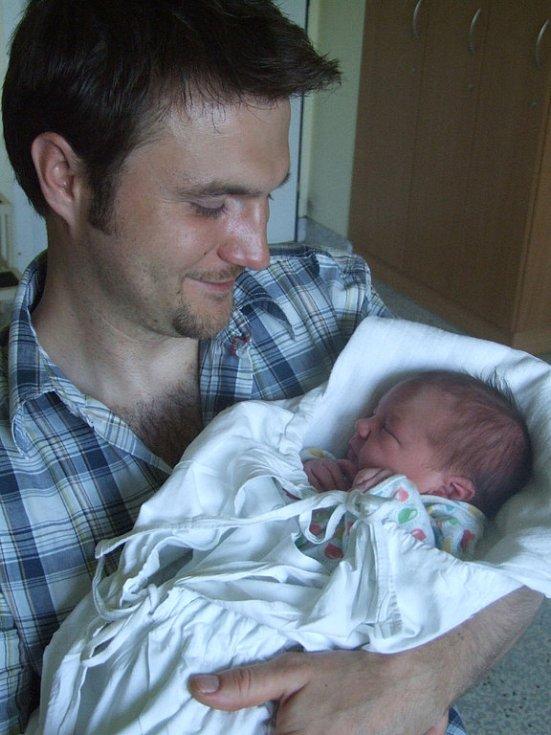 NATÁLIE ZÁVODSKÁ, narozena 2.6.2008, Krnov, váha 3 kg, míra 47 cm, maminka Jana Butorová, tatínek David Závodský.