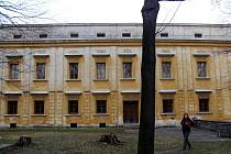 Zámek ve Slezských Rudolticích původně stát slíbil bezplatně převést na obec, pak si ale vše rozmyslel a chtěl jej prodat.