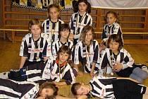 """Juventus Bruntál. Na halovém fotbalovém turnaji přípravek ročníku 2002 """"Juve Cup 2010"""" se představilo v tělocvičně Střední průmyslové školy v Bruntále dívčí družstvo pořádajícího Juventusu Bruntál, které si nevedlo špatně."""