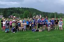 Účastníci čtvrtého závodu na nové trati v Široké Nivě.