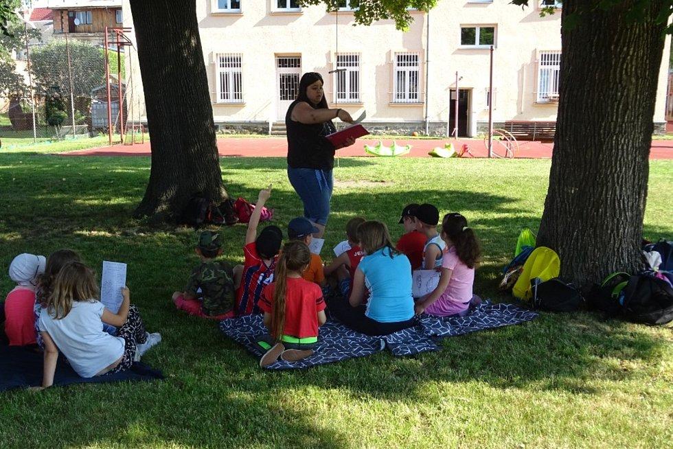 Osvětovou kampaň uspořádali Doučovací klub Armády spásy a Základní škola Dvořákův okruh v rámci projektu Společný rozvoj inkluze v Krnově.