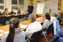 Rodičovskou kavárnu si můžeme představit jako neformální podvečerní přednášku s odborníky v oblasti psychologie, poradenství a výchovy.