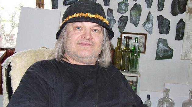 Oldřich Balán nejraději opracovává kameny podle své fantazie.