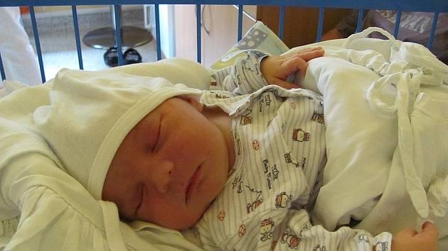 David Indra, narodil se 13. července v 5:00, matka Dana Indrová, otec Pavel Indra, váha 4 kg, výška 52 cm  (centimetrů), Jeseník