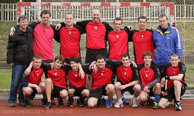 Házenkářský tým Sokola Krnov v sezoně 2010/2011. Hráči, kteří v sezoně podávali velmi dobré výkony a byli postrachem favoritů, bohužel zažili i trpký konec házené v Krnově.