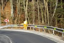 Silničáři již umístili reflexní pásky například v úseku mezi Pustou Rudnou a Karlovicemi.