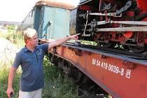 Lokomotiva Resita má poškozenou kulisu, což je spojnice mezi pístem parního stroje a soukolím. Nyní čeká v Krnově, než se podaří vyrobit tento náhradní díl.