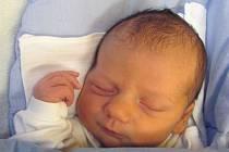 Jmenuji se JAKUB DEMBOVSKÝ, narodil jsem se 16. prosince, při narození jsem vážil 3720 gramů a měřil 51 centimetrů. Moje maminka se jmenuje Blanka Dembovská DiS. a můj tatínek se jmenuje Jiří Dembovský. Bydlíme v Bruntále.