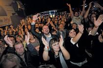 Koncert Slade byl pro mnoho krnovských fanoušků splněným životním snem. Organizátora Martina Hradečného plácali po ramenou a dojatě mu děkovali za tento zážitek.