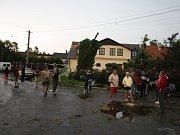 Stanové městečko se po bouřlivé a deštivé noci probudilo do posledního festivalového dne