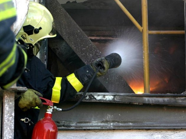 Požár pece na hliník v Horním Benešově.