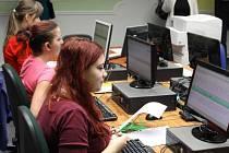 U příležitosti dvacátého výročí založení bruntálské obchodní akademie se ve čtvrtek 24. a v pátek 25. ledna konala soutěž v psaní na počítačové klávesnici.