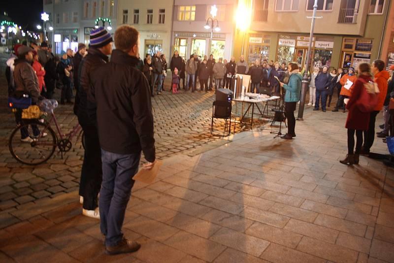 Protestní akce na podporu hnutí Milion chvilek pro demokracii v Krnově, pondělí 16. prosince 2019.