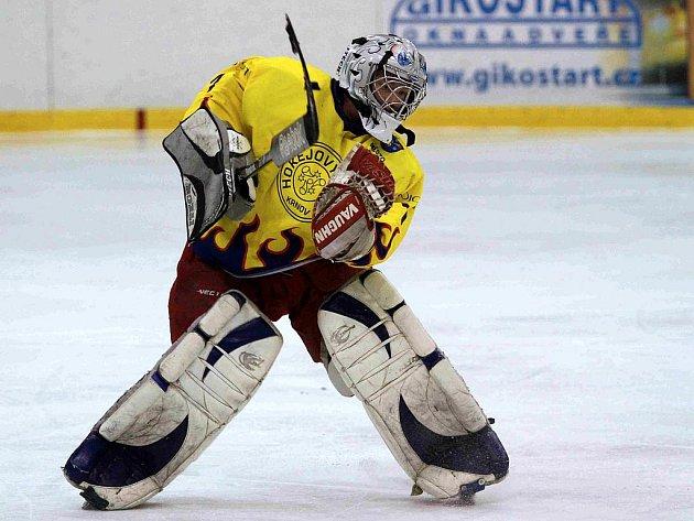 Velká opora krnovského hokejového týmu Roman Šlupina se zranil těsně před koncem druhé třetiny. Tím pohasly i naděje na vítězství.