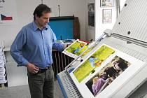 Kalendář Štefana Gubera už je na světě v počtu 500 kusů a prodej začal právě dnes, v úterý 11. května.