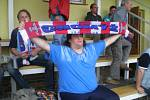Džeky je velkým fanouškem SFC Opava, patnáct let už ale drží palce Chomýži a krnovským hokejistům