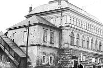 Dělnický dům. To byl někdejší název bruntálského Společenského domu.