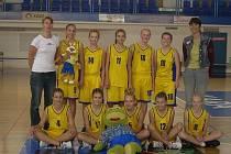Krnovské basketbalistky vybojovaly postup do ligy a zatím sbírají cenné zkušenosti na půdě silných soupeřek.