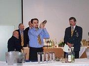 Osmatřicet barmanů se účastnilo včera klání Becherovka cup Bruntál 2008.
