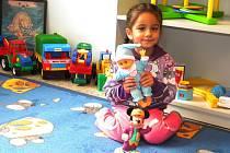 Komunitní centrum zatím slouží zejména menším dětem. Ty věší si budou muset ještě několik dnů počkat.