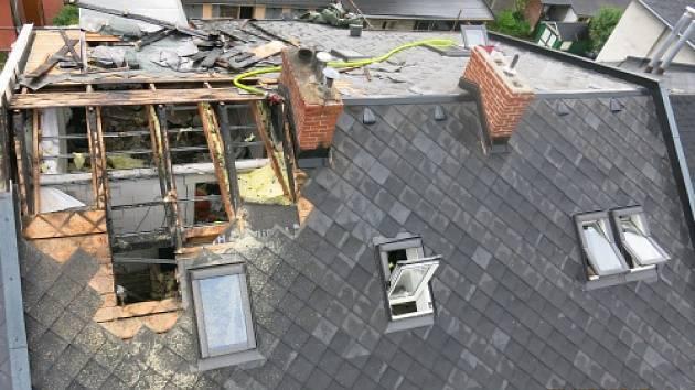 Nezvládnuté svařování asfaltové lepenky při rekonstrukci střechy bylo příčinou úterního požáru rodinného domu v Krnově, části Pod Cvilínem.