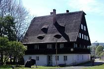 Kosárna Karlovice. Zaujme expozicí venkovského bydlení a lesnictví.