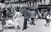 Náměstí Míru v Bruntále bývalo vždy místem oslav, setkávání a potkávání se lidí a známých.