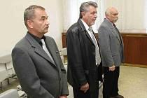 Obžalovaní Pavel Šatura, Bohuslav Špinar a Miloslav Bureš byli odsouzení za zvýhodňování věřitelů. Vězení se ale vyhnuli, stihl je pouze podmíněný trest.