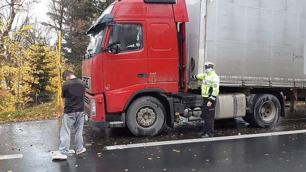 Řidič kamionu doznal, že záznamy tachografu upravoval magnetem.