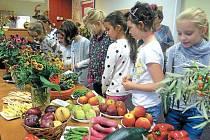 Výstava ovoce, zeleniny, květin a podzimních aranží je bilancí celoroční práce zahádkářského spolku Město Albrechtice. Kromě zahrádkářů se do ní zapojily i děti ze školy a ze školky.