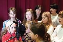 I tyto mladé herce mohou spatřit v bruntálském městském divadle ti, kteří zajdou na premiéru hudební pohádky s názvem Děd Praděd ochránce hor aneb Jak Anička s Kubou našli štěstí.